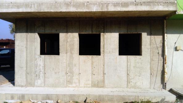 Všechny stěny jsou z monolitického betonu.